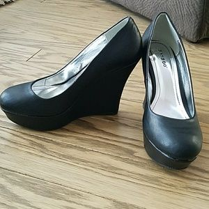 New black wedge faux leather heels